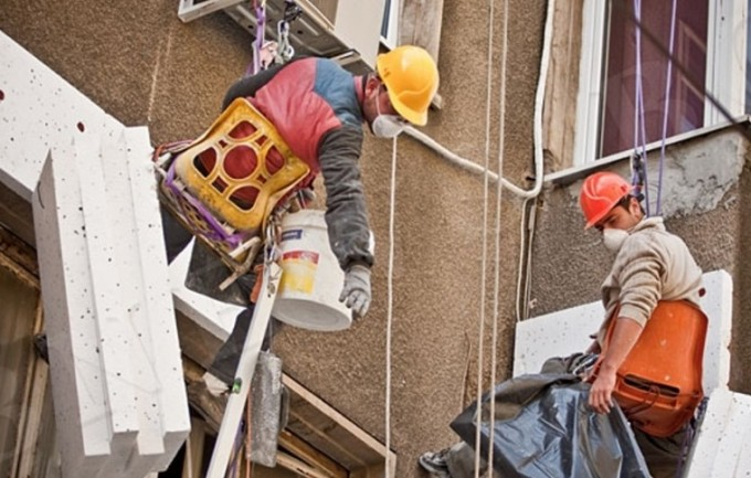 Инспекцията по труда проверяват санирането на жилища